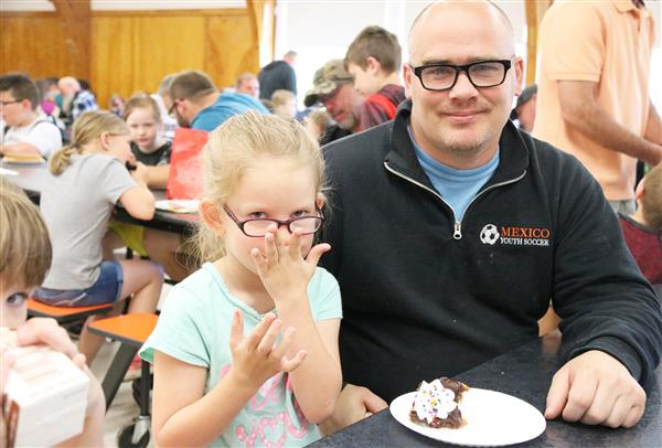 Donuts with dad attracts dozens to New Haven Elementary